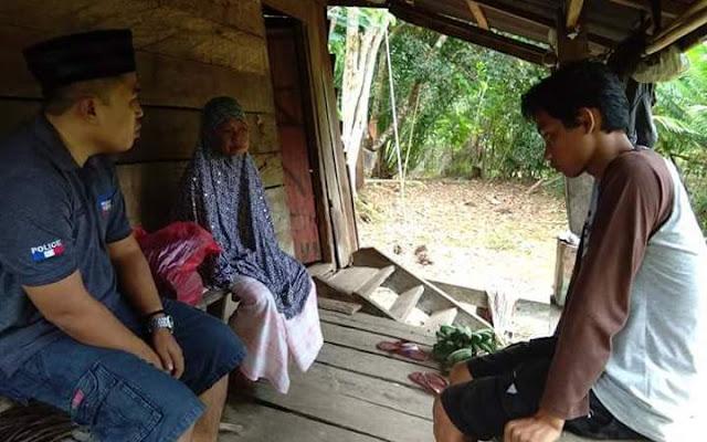 Legislator Nasdem Lutra Ini Berbagi dengan Nenek Sebatang Kara