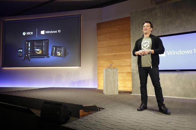 Phil Spencer diz que Xbox não vê PC como concorrência, mas crê que PlayStation é.