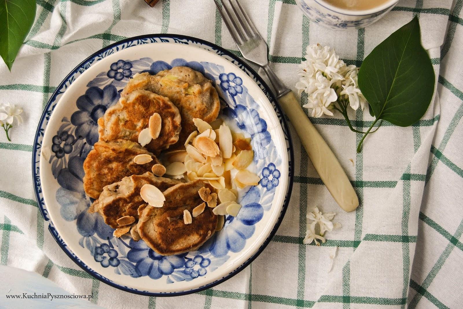 697. Wegańskie placuszki bananowe z rabarbarem