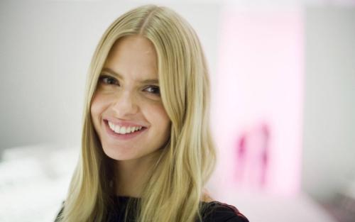 Julia Stegner Model Jerman Paling Cantik dan Terseksi