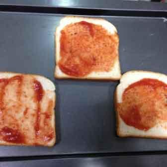 بيتزا خبز التوست ولا أسهل