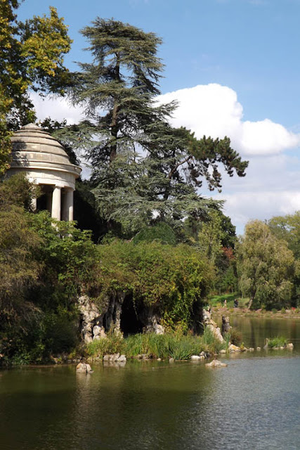 Grotte artificielle et belvédère de Vincennes - Lac de Reuilly