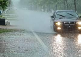 cara aman mengemudi mobil saat hujan