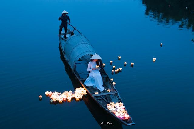 Hoa đăng xứ Huế