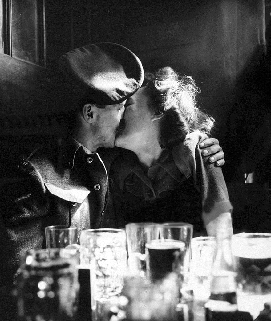 60 + 1 Heart-Warming Historical Pictures That Illustrate Love During War - A Couple Kissing In A Pub As Europe Celebrates The End Of World War II, London, 1945