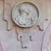 Autorizan la retirada del medallón de Franco de la Plaza Mayor de Salamanca