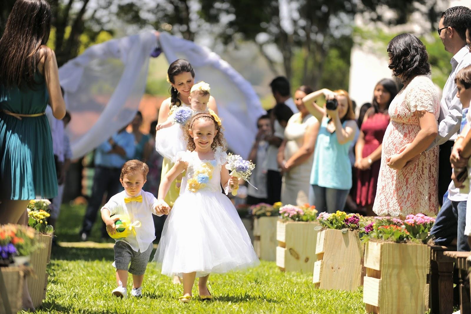 cerimonia-entrada-aliancas-criancas-casamento-dia-azul-amarelo