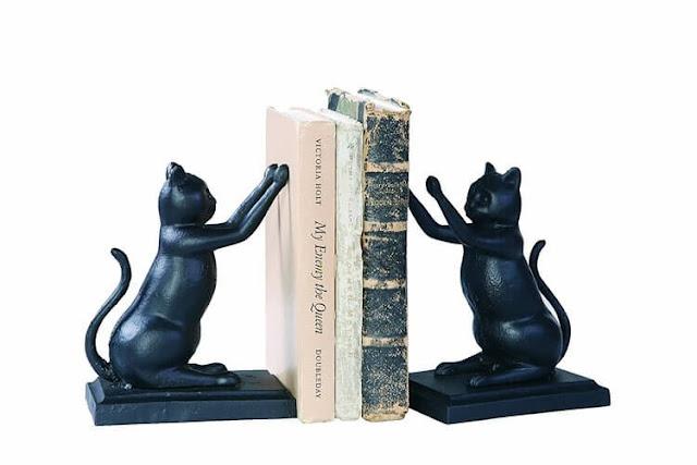 Sujeta libros de gatos