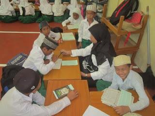 Kegiatan Pengembangan Baca Tulis Al Qur'an MI Al Raudlah