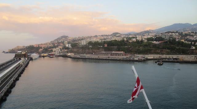 Einfahrt in den Hafen von Funchal, Madeira