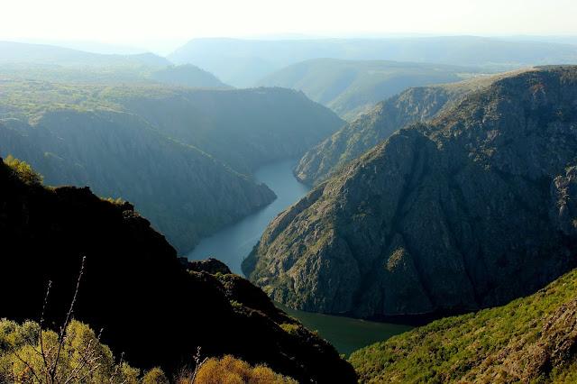 Mirador de Cabezoas.Miradores para contemplar el espectacular cañón del río Sil en la Ribera Sacra, provincia de Orense