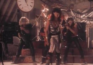 videos-musicales-de-los-80-ratt-round-and-round