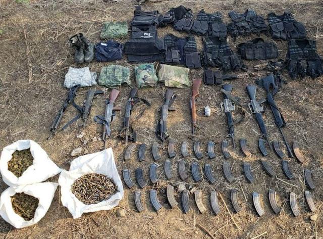 Desarticulan célula delictiva en Carácuaro; aseguran armas de alto poder, granadas y vehículos robados