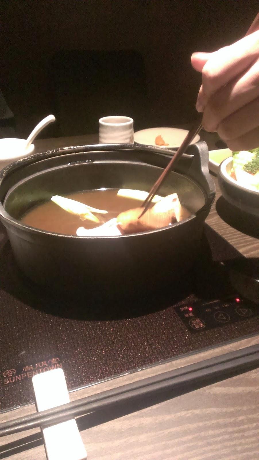 2014 11 08%2B18.33.21 - [食記] 香聚鍋 - 高價、精緻的火鍋,食材新鮮多樣適合好久不見的小聚