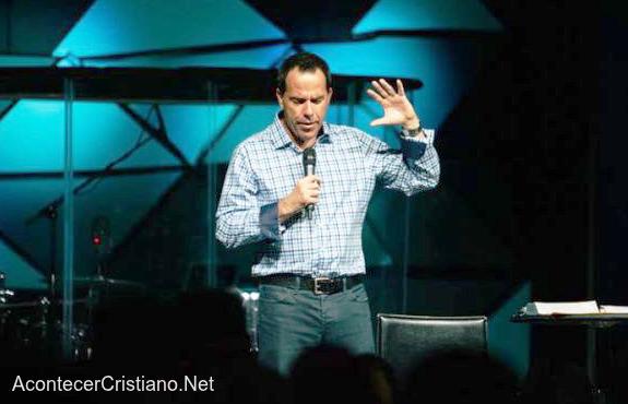 Pastor Chris Sønksen