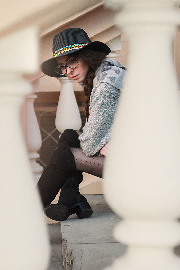 black hat stradivarius overknee boots gray wool sweater glasses