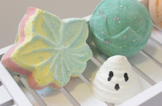 Lush Monsters Autumn Leaf Bath Bomb Review