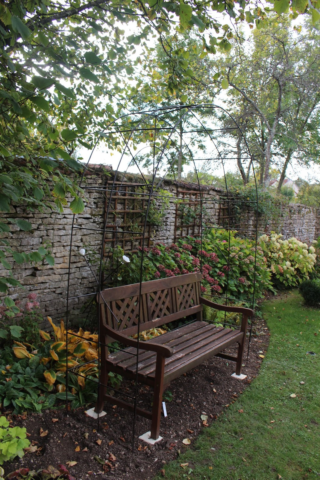 notre jardin secret une arche en fer