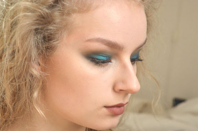 FOTD Face of the day Fyrinnae Hypercool eyeshadow blue