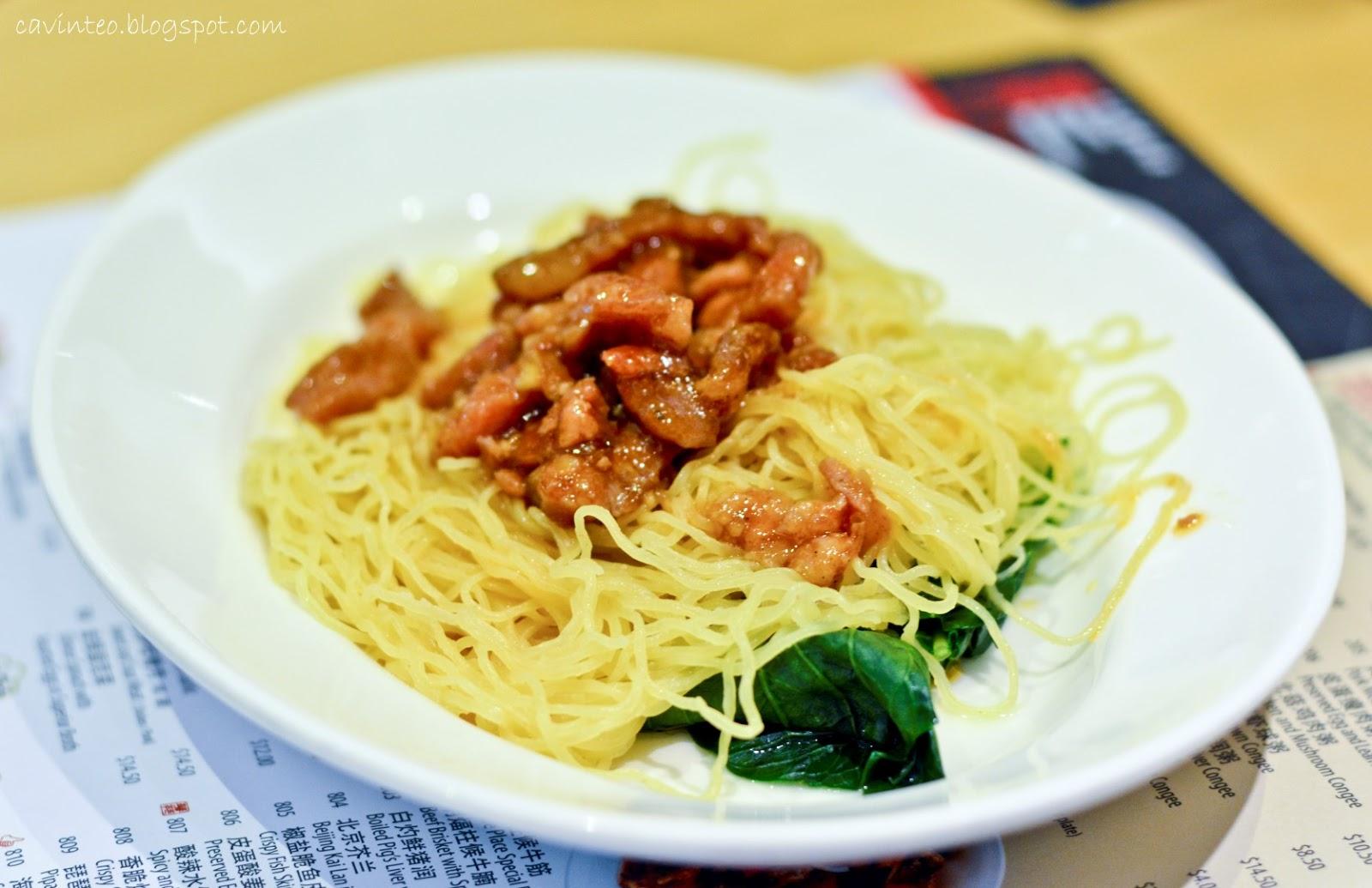 Entree Kibbles: Noodle Place Restaurant (華苑面粥小廚