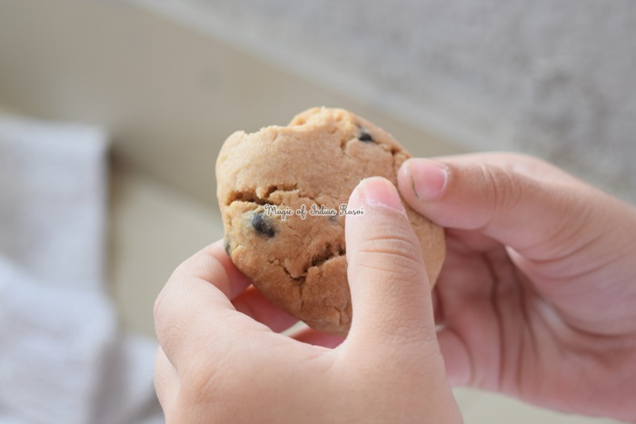 Peanut Butter & Chocolate Chips Cookies (Eggless) Recipe (IN ENGLISH)- पीनट बटर और चॉकलेट चिप्स कुकीज (एग्ग्लेस) रेसिपी - Priya R - Magic of Indian Rasoi
