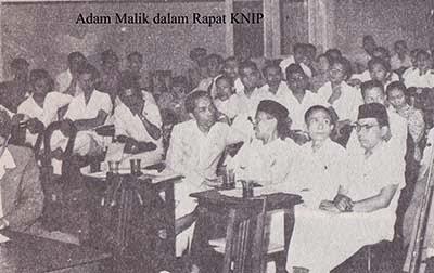 Adam Malik dalam rapat KNIP