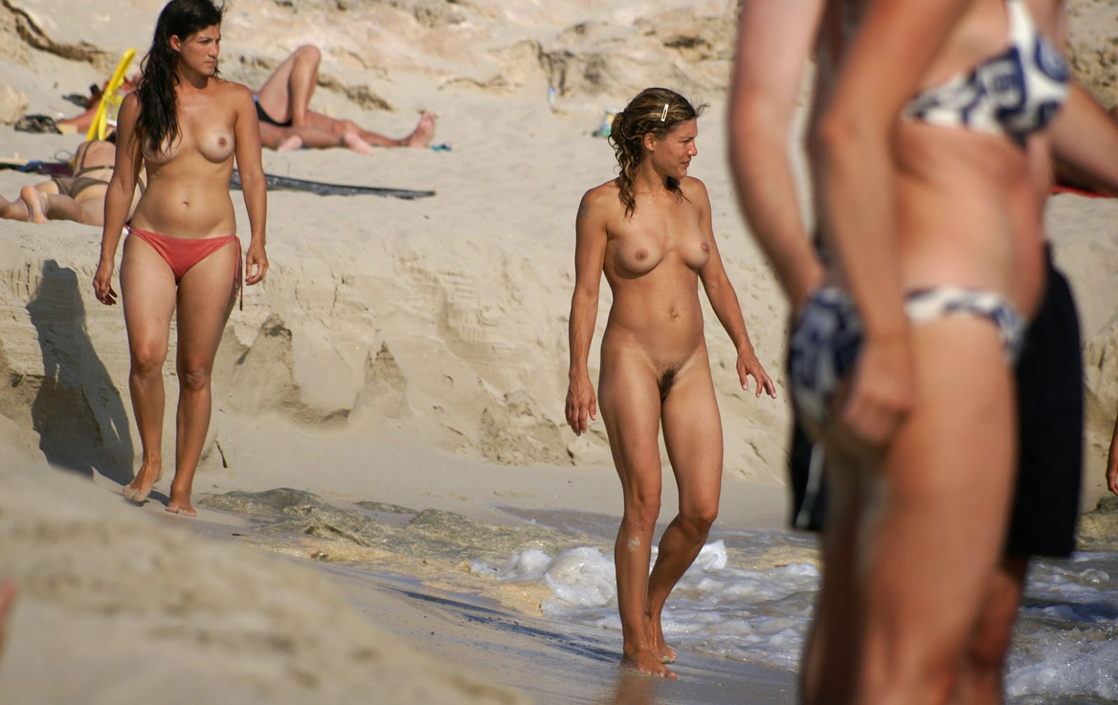 Removed The only girl naked at the beach