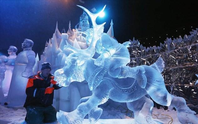 Απίστευτες δημιουργίες στο διεθνές πρωτάθλημα γλυπτικής πάγου στην Κίνα (βίντεο)