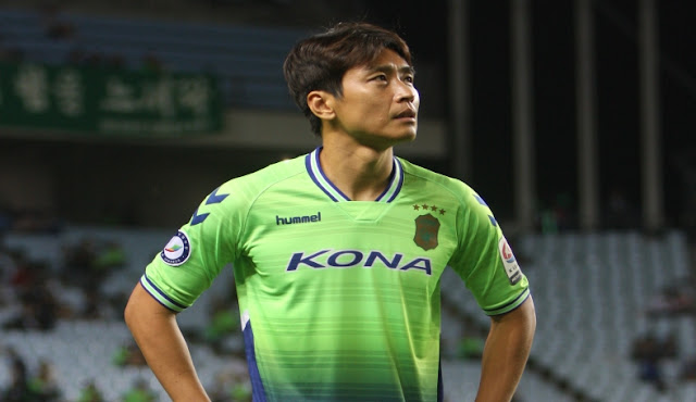 Lee Dong-gook can score his 200th career goal against Jeju United this weekend while also possibly helping his team Jeonbuk Hyundai Motors to the K League Classic 2017 title