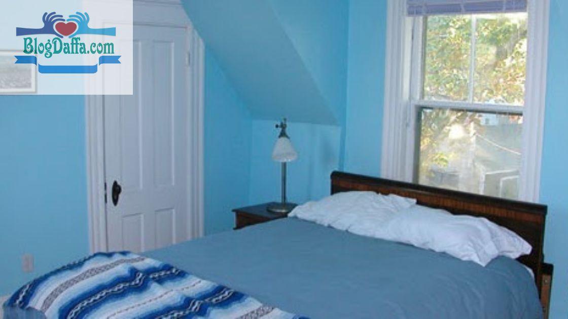 Warna kamar tidur biru lembut