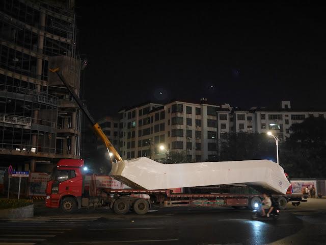 truck carrying an escalator in Ganzhou
