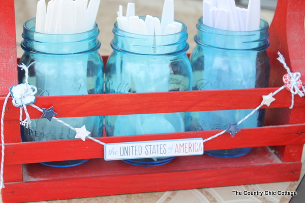 Make this mason jar utensil carrier in just 10 minutes or less with a great video tutorial! Perfect for the 4th of July or any summer occasion!