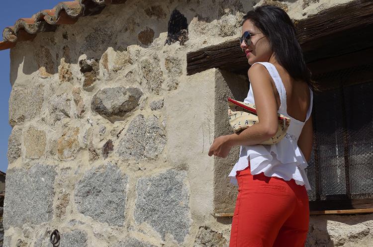 look_verano_outfit_summer_top_volantes_pantalon_rojo