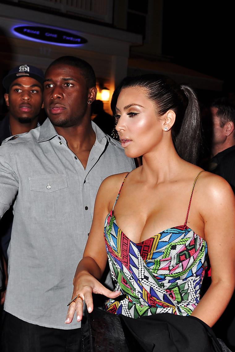Große Brüste Babe Kim Kardashian Huge Spaltung Show in