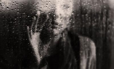 niarnikufesin hujan kita sepi kenangan