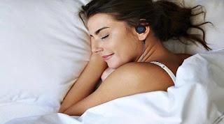 Hati-hati, Menggunakan Earphone ketika Tidur, dapat Memicu Kerusakan Otak.