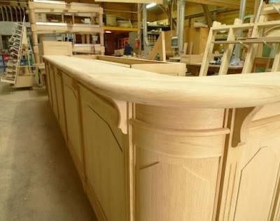 Bancone In Legno Costruito Artigianalmente : Arredo bar: banconi bar su misura in legno