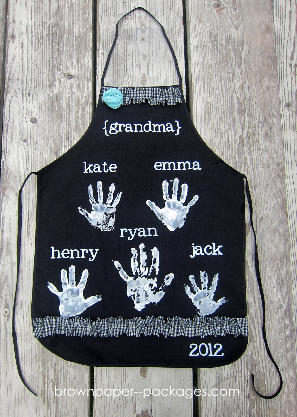 Diy Mothers Day Gifts For Grandma Mother 39s Day Handprint Aprons Simplykierste