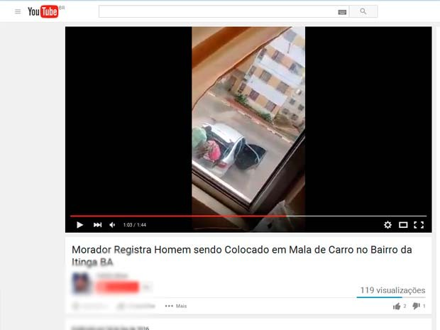 Imagens registram PMs ao colocar homem em mala de carro no bairro de Itinga, em Lauro de Freitas (Foto: Reprodução/YouTube)