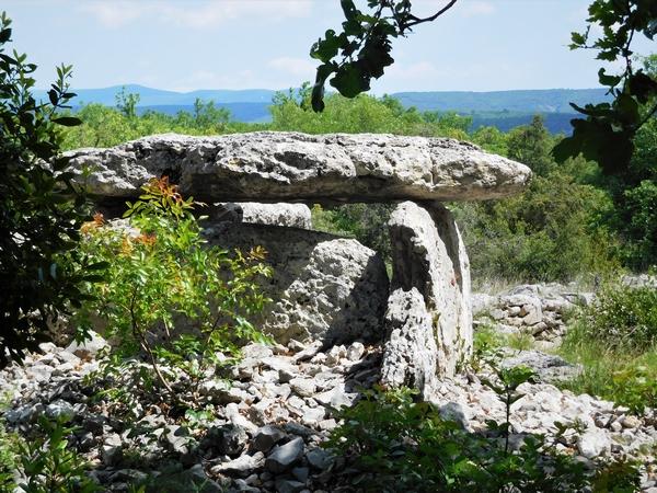 #EnFranceAussi 3 ponts en Ardèche Labeaume dolmen