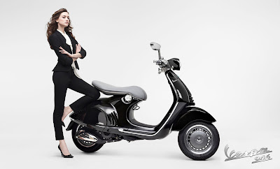 Vespa 946 Emporio Armani photo collection