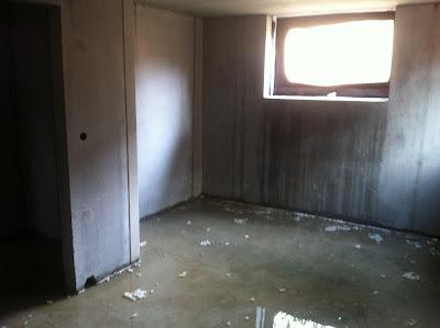 unsere stadtvilla bautagebuch wasser im keller baut r. Black Bedroom Furniture Sets. Home Design Ideas