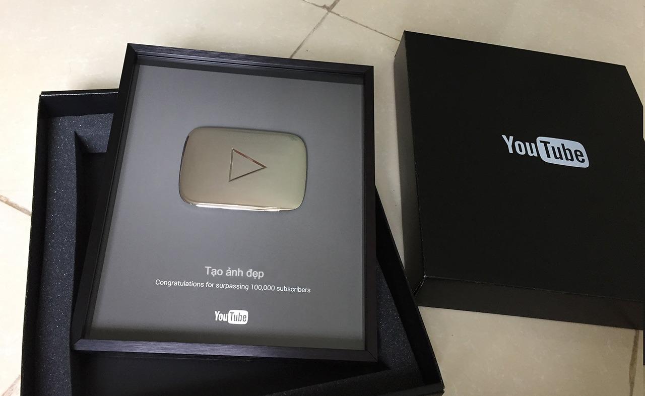 Ghép ảnh nút bạc youtube theo tên của bạn