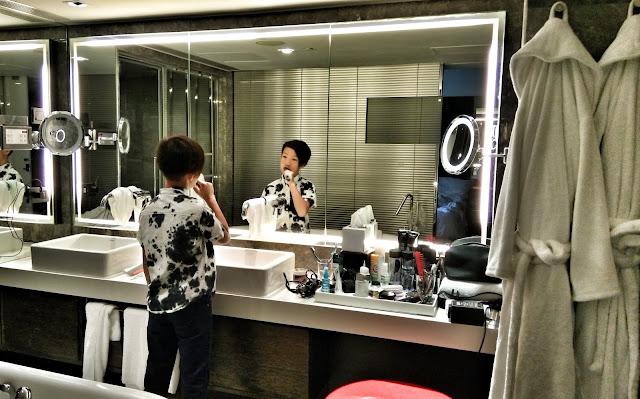 mira hotel bathroom
