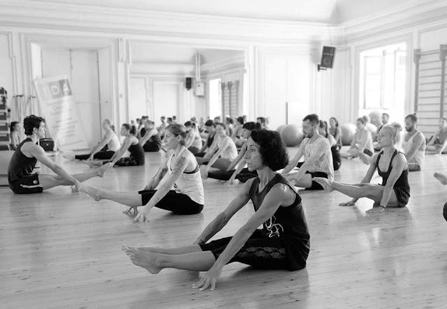 Andrea Neyroz è docente di Kalisthenics® e di Flexibility, è stato ginnasta professionista per moltissimi anni e performer nel musical Notre-Dame De Paris.