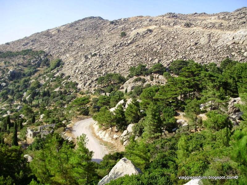 Strada di montagna a Ikaria