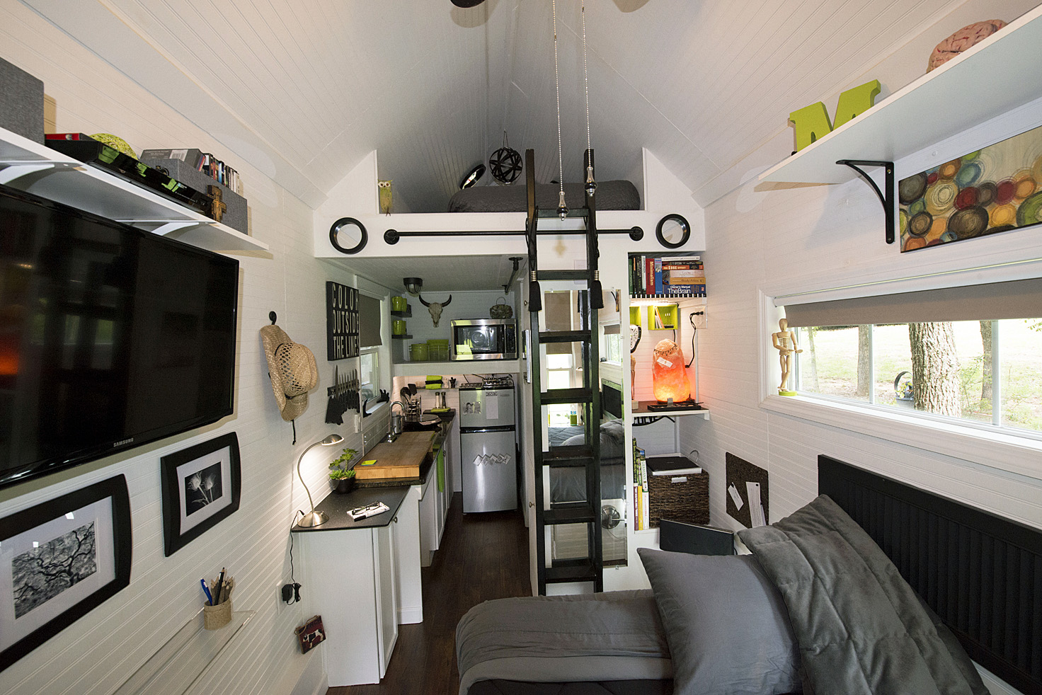 Tiny House Interior: TINY HOUSE TOWN: Mendy's Tiny Home (128 Sq Ft