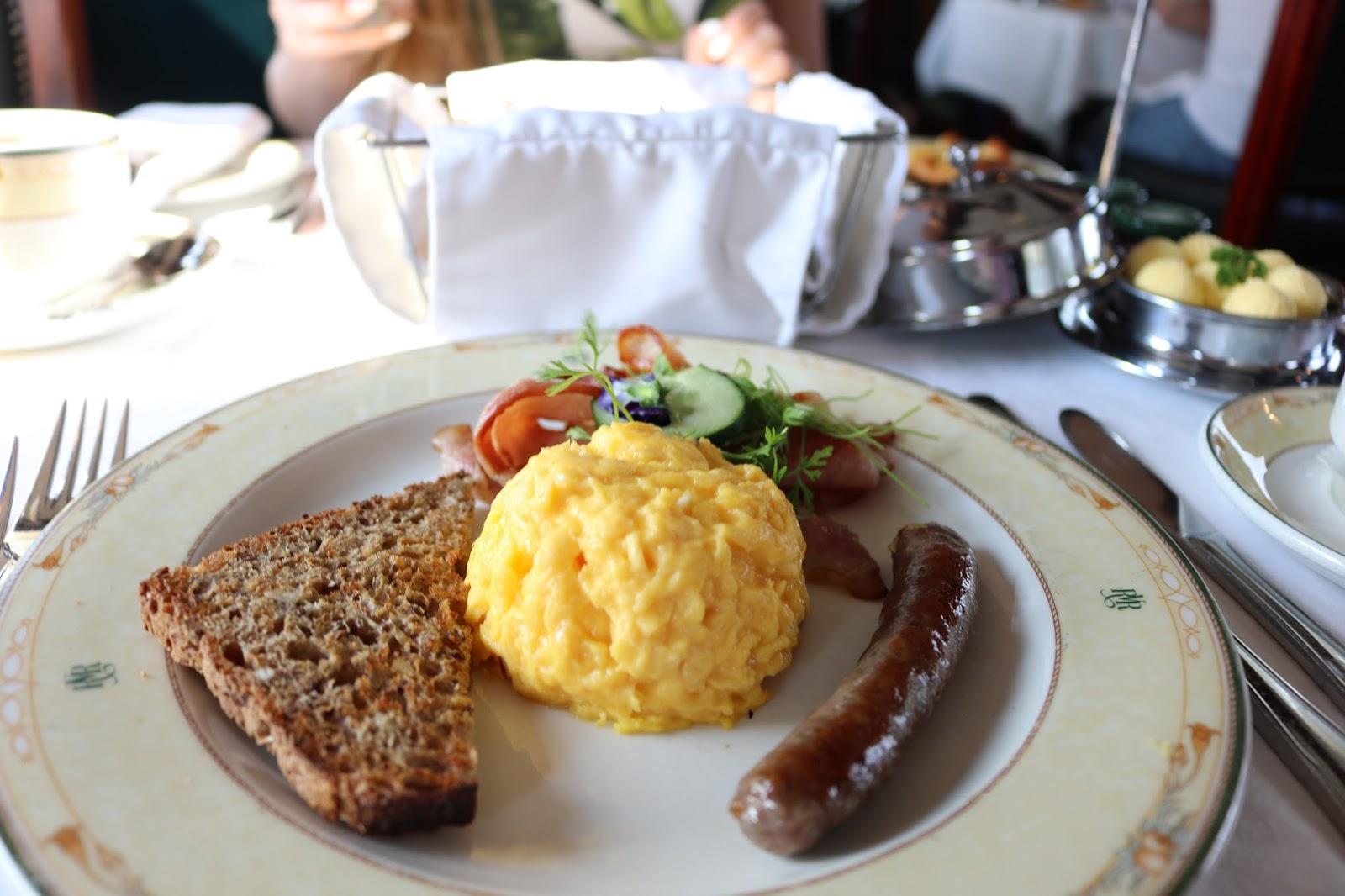 breakfast aboard Rovos Rail