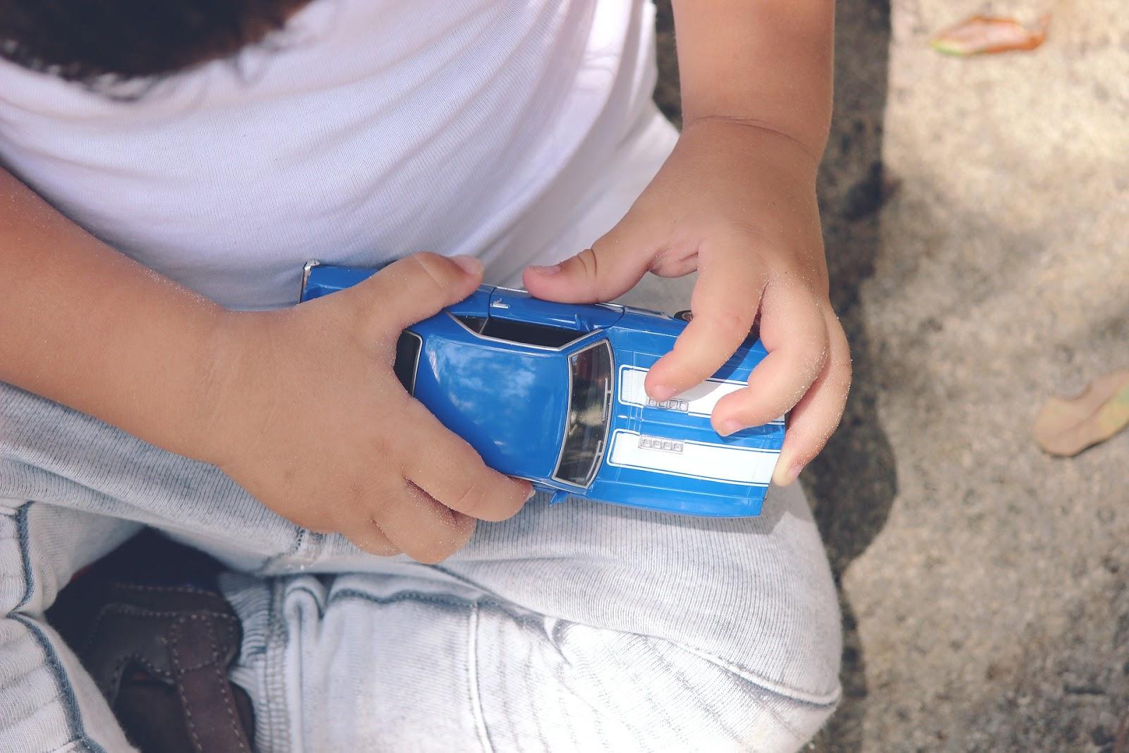 Czy małe dzieci naprawdę potrzebują zabawek?