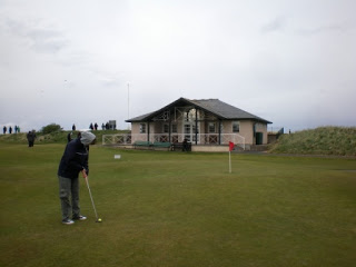 Emily Putting at the 18th hole at The Himalayas in St Andrews